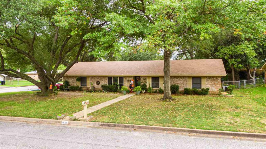 Photo of home for sale at 1901 Beth, Longview TX