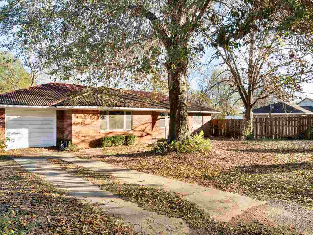 Photo of home for sale at 410 Tyler, Big Sandy TX
