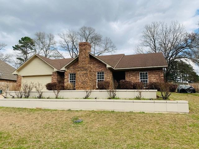 Photo of home for sale at 1018 Deer Park, Longview TX