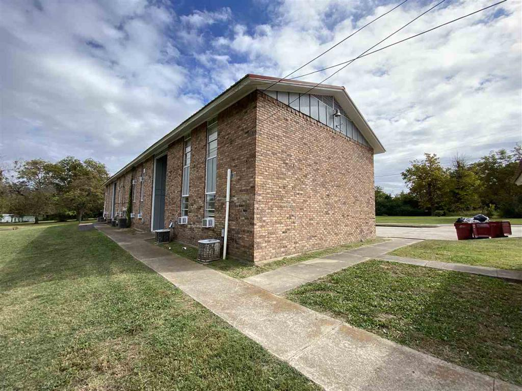 Photo of home for sale at 800 Washington Street unit 6, Clarksville TX