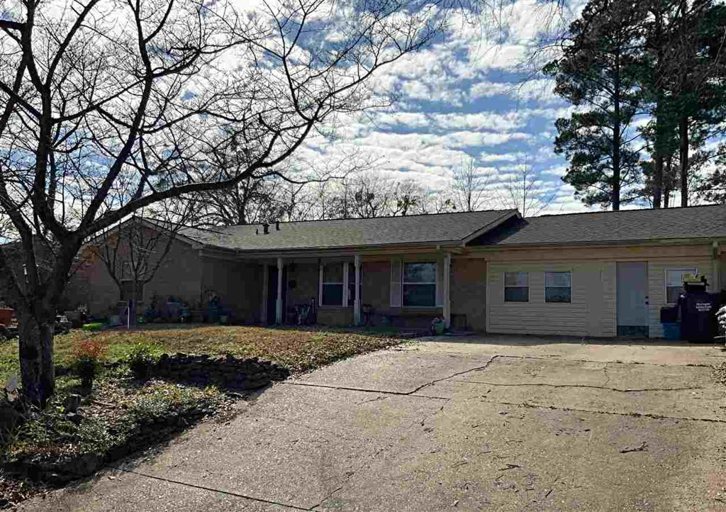 Photo of home for sale at 2302 Rande Dr., Longview TX
