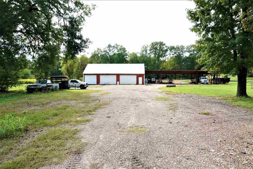 Photo of home for sale at 2525 Hwy 82 W, New Boston TX