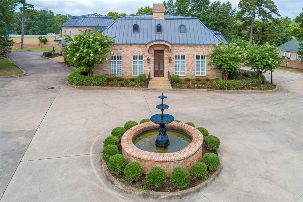 Photo of home for sale at 1000 YATES DRIVE, Longview TX