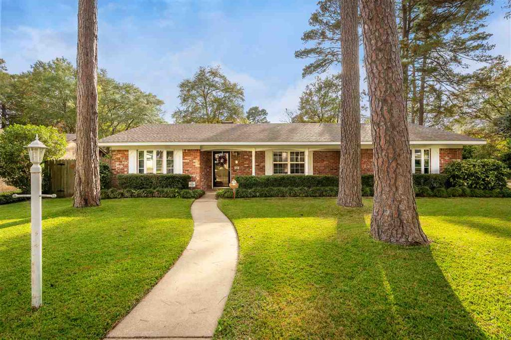 Photo of home for sale at 606 Loraine Court, Longview TX