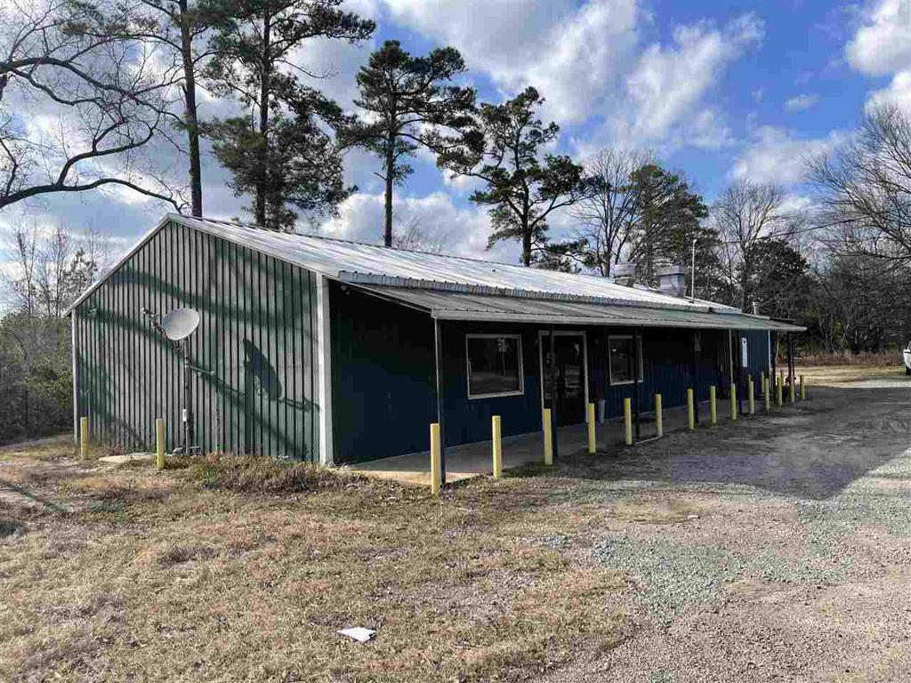 Photo of home for sale at 9525 US Hwy 79 N, Deberry TX