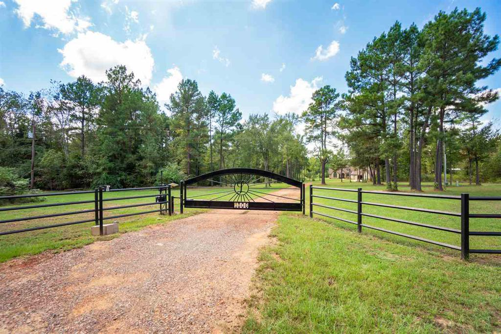 Photo of home for sale at 1806 Mae Oney Rd, Harleton TX