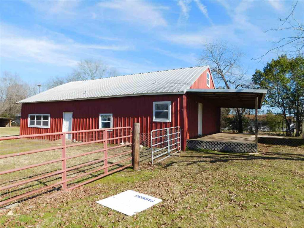 Photo of home for sale at 213 Broadway, Jefferson TX