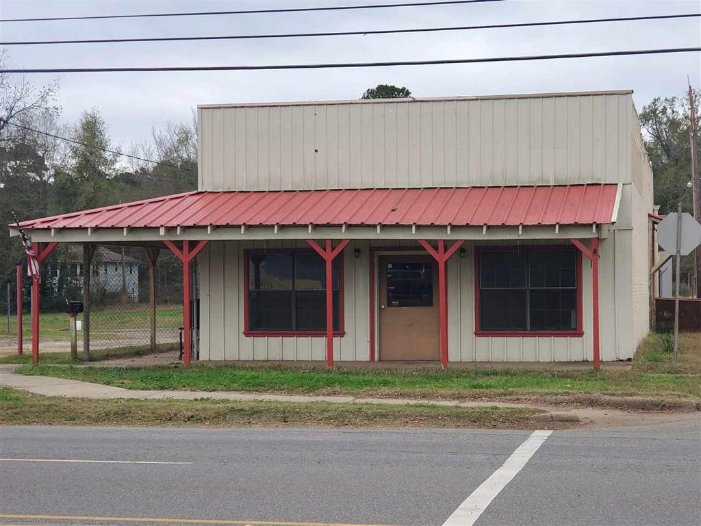 Photo of home for sale at 216 Broadway, Jefferson TX