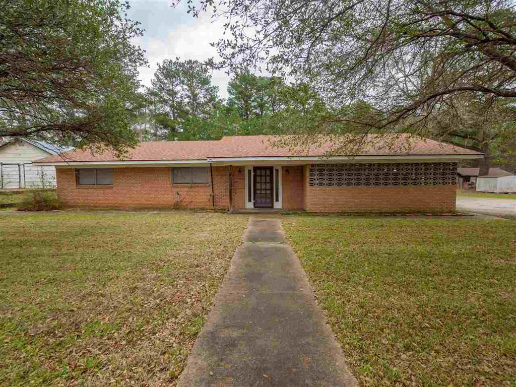 Photo of home for sale at 3402 Henderson Blvd, Kilgore TX