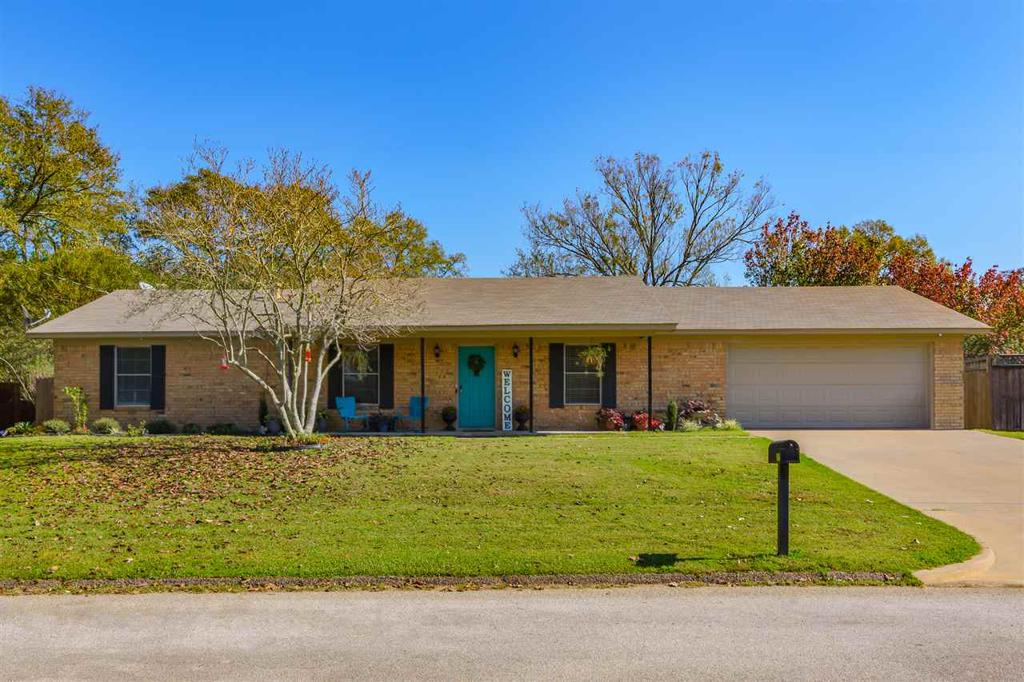 Photo of home for sale at 906 Redbud Dr, White Oak TX