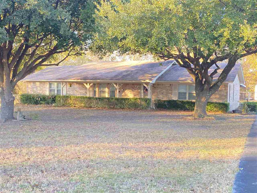 Photo of home for sale at 2608 STATE HWY 154 W, Gilmer TX