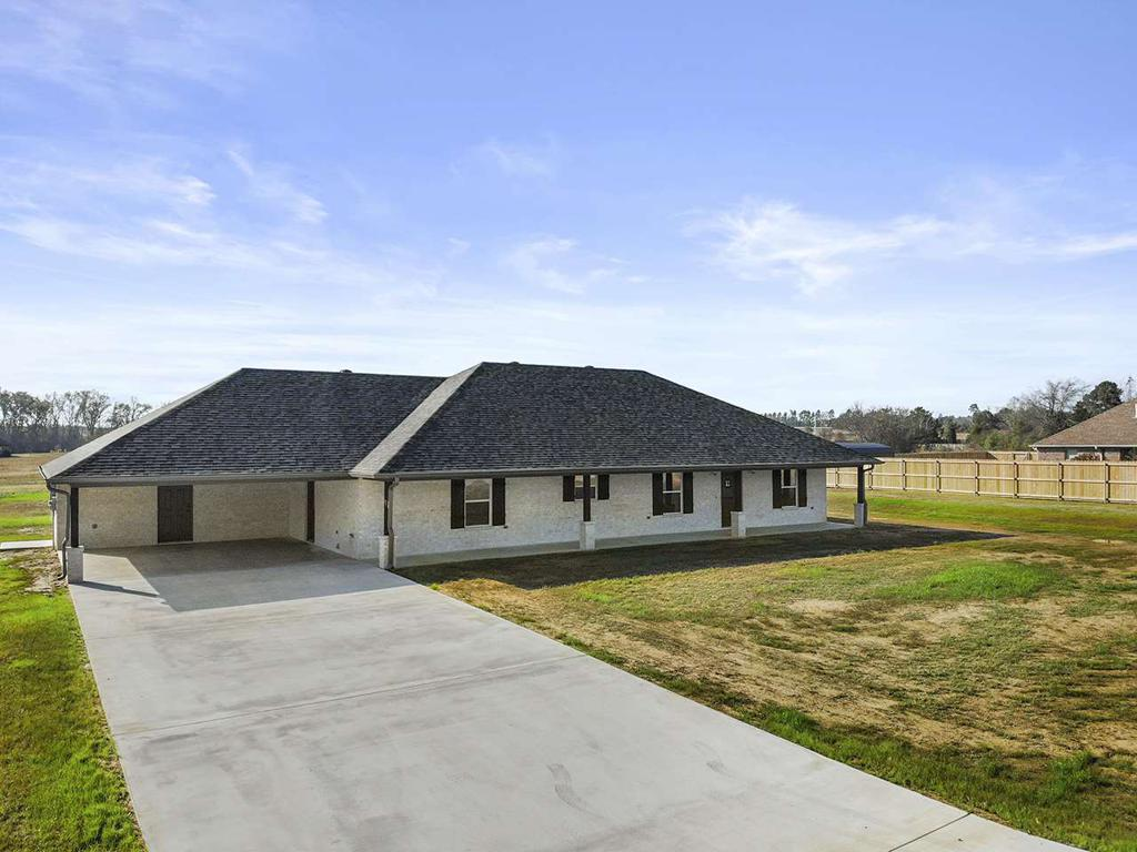 Photo of home for sale at 181 JACOBIN CREEK DR, Gilmer TX