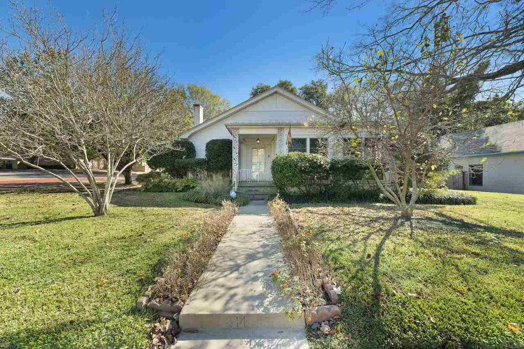 Photo of home for sale at 314 N Main, Gladewater TX