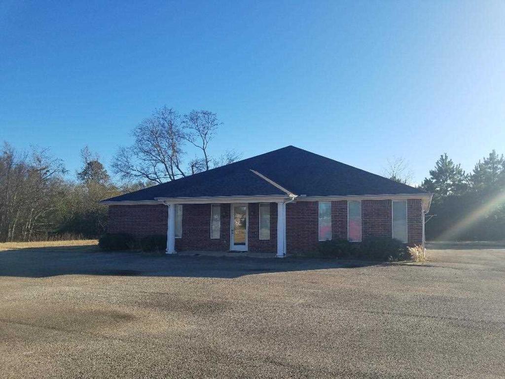 Photo of home for sale at 105 Platinum Way, Tatum TX