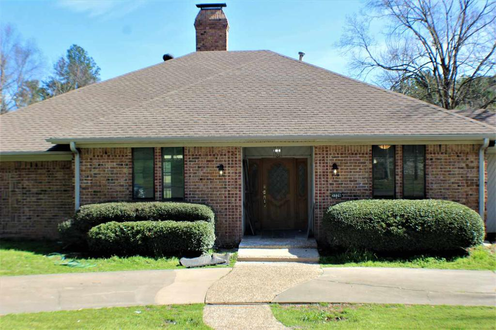 Photo of home for sale at 3726 Ben Hogan Dr., Longview TX
