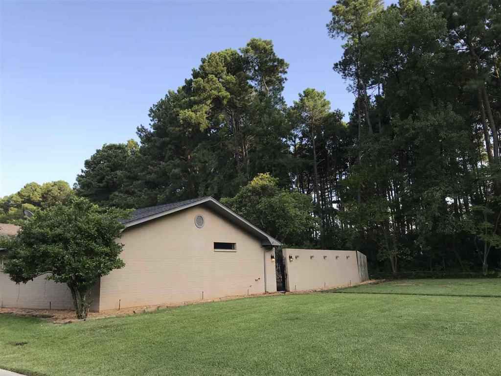 Photo of home for sale at 1500 PINERIDGE ST., Longview TX