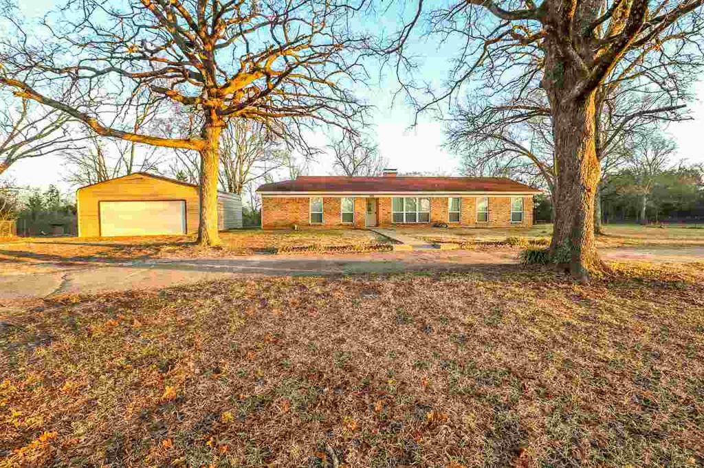 Photo of home for sale at 2816 KEASLER RD, Longview TX