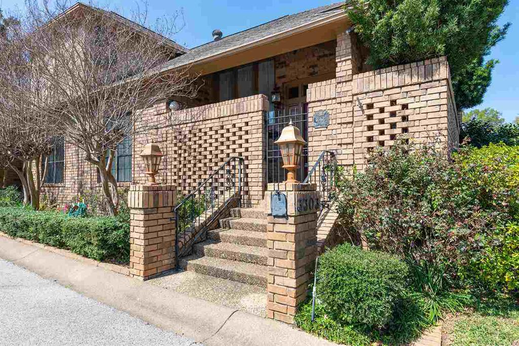 Photo of home for sale at 3303 Trafalgar, Tyler TX
