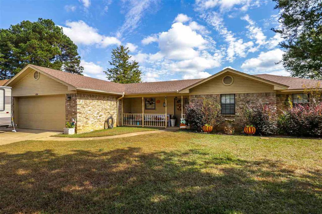 Photo of home for sale at 416 Ridgeway Circle, Hallsville TX