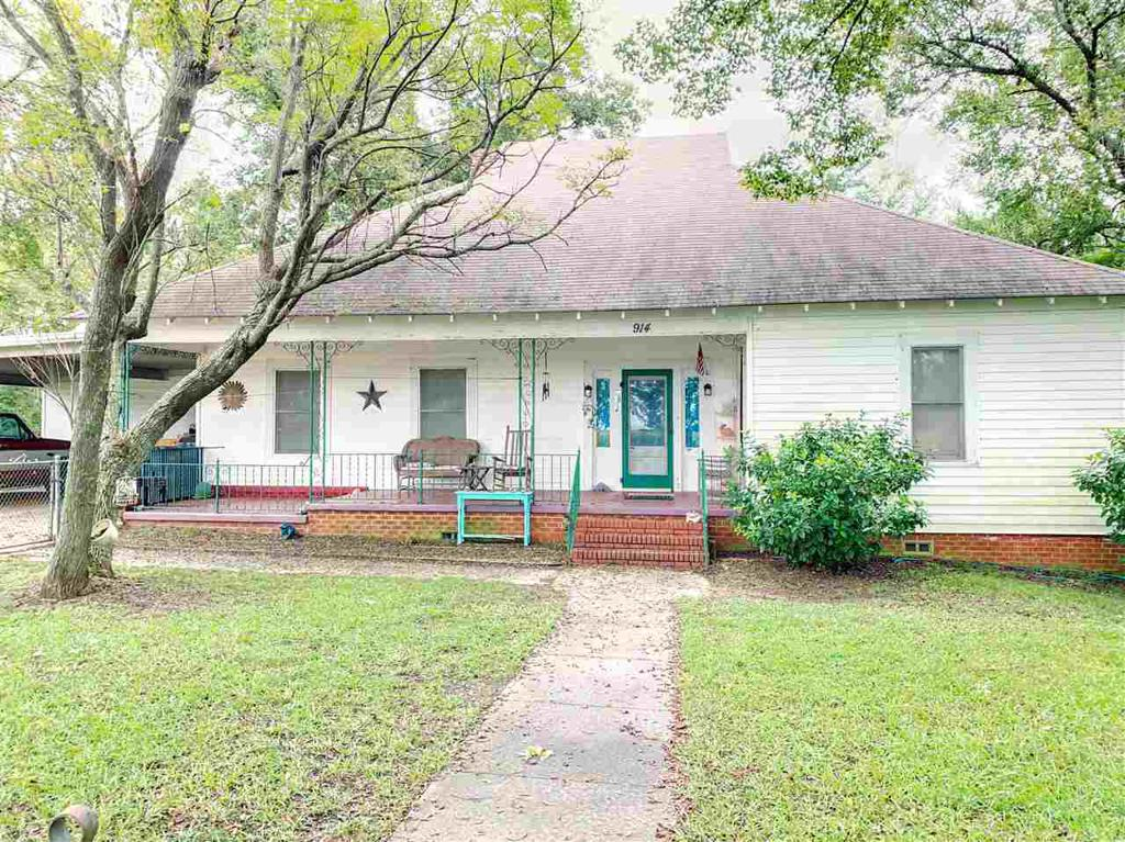 Photo of home for sale at 914 Pope City Rd, Jefferson TX