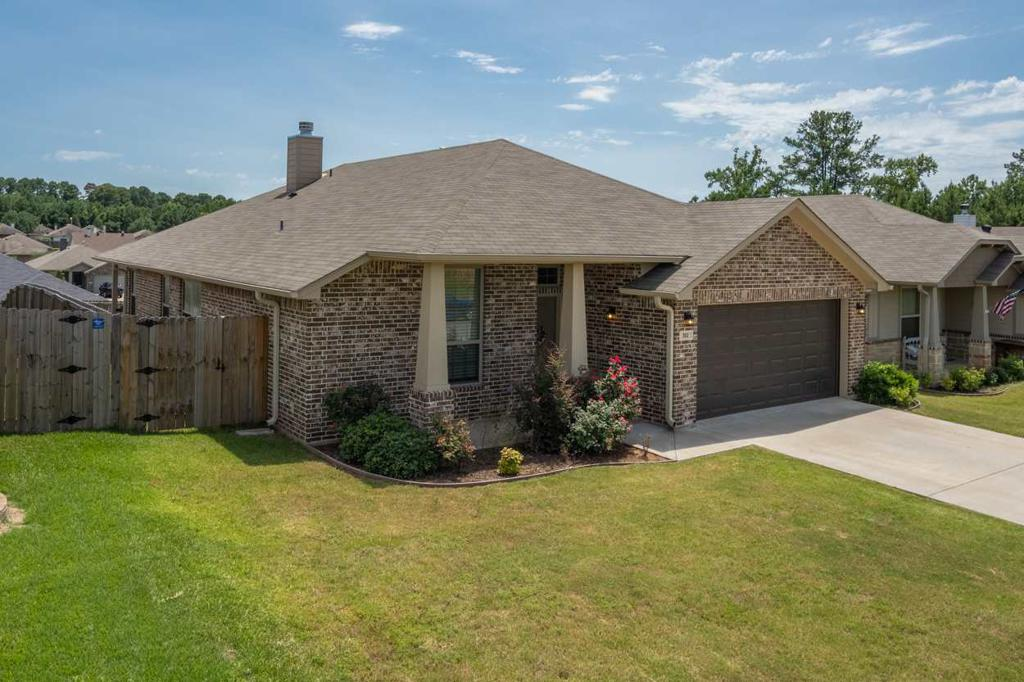 Photo of home for sale at 302 Cordoba Trail, Longview TX