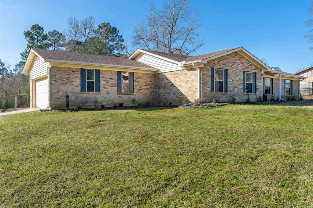 Photo of home for sale at 18 Circle Rd, Longview TX