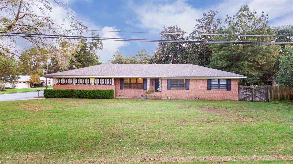 Photo of home for sale at 506 Reel Rd., Longview TX