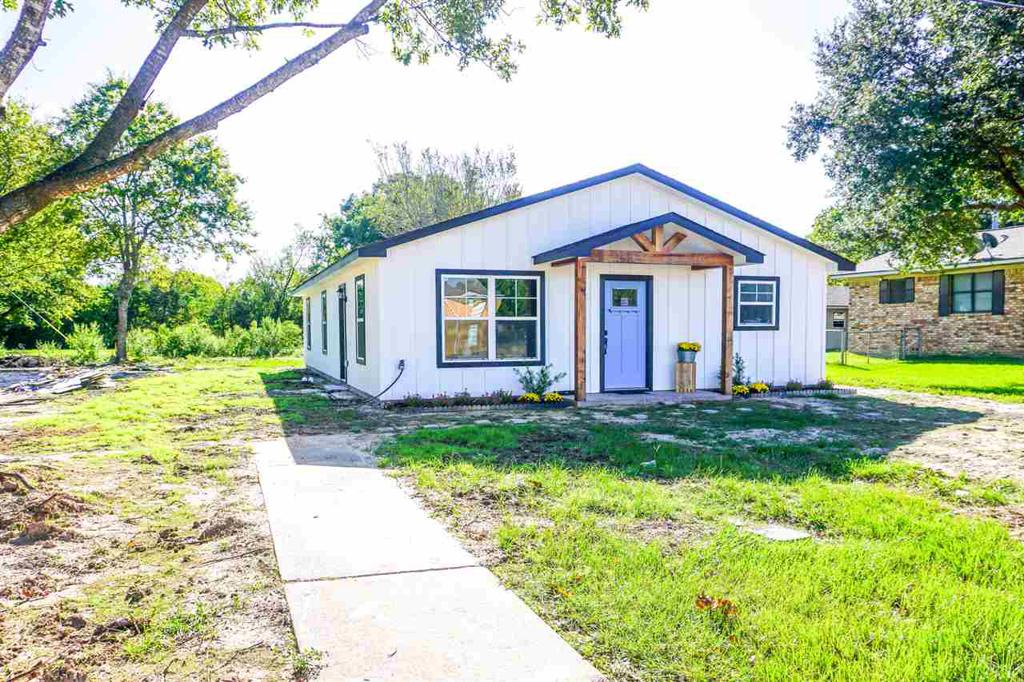 Photo of home for sale at 311 Crockett, Edgewood TX