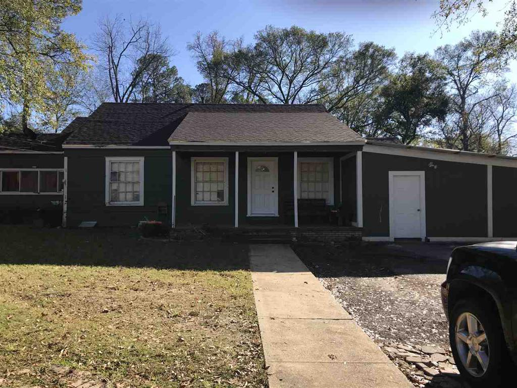 Photo of home for sale at 806 Melton St, Longview TX