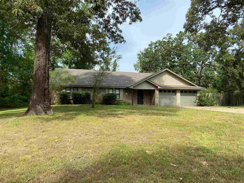 Photo of home for sale at 453 Hidden Forest, Longview TX