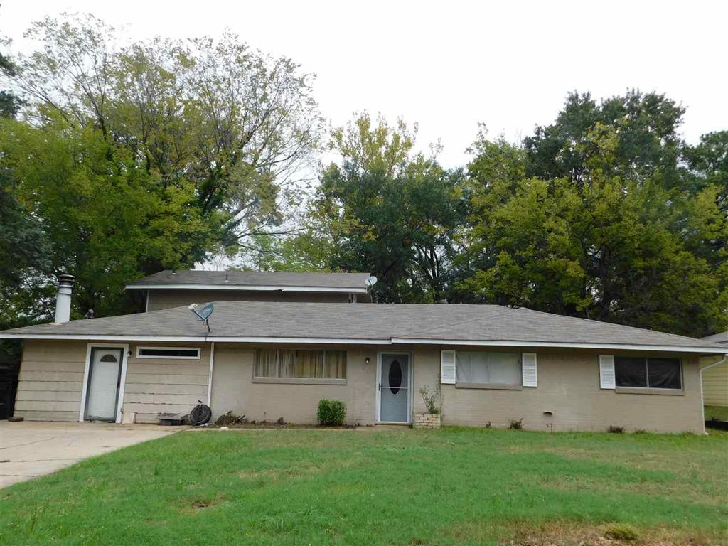 Photo of home for sale at 807 Avalon, Longview TX