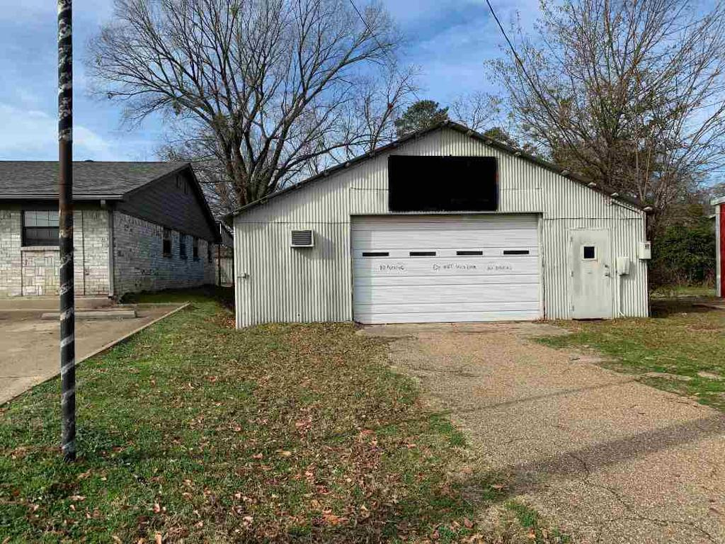 Photo of home for sale at 406 Titus, Gilmer TX