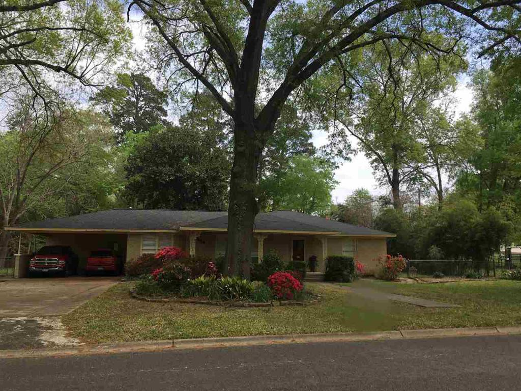 Photo of home for sale at 104 Horseshoe Dr., Kilgore TX