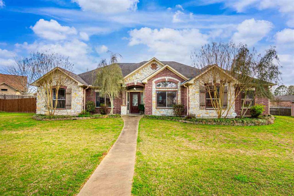 Photo of home for sale at 103 Persimmon Hill, Hallsville TX