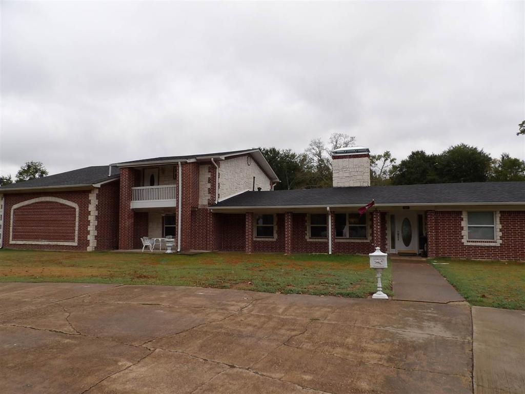 Photo of home for sale at 810 Denman Rd, Overton TX