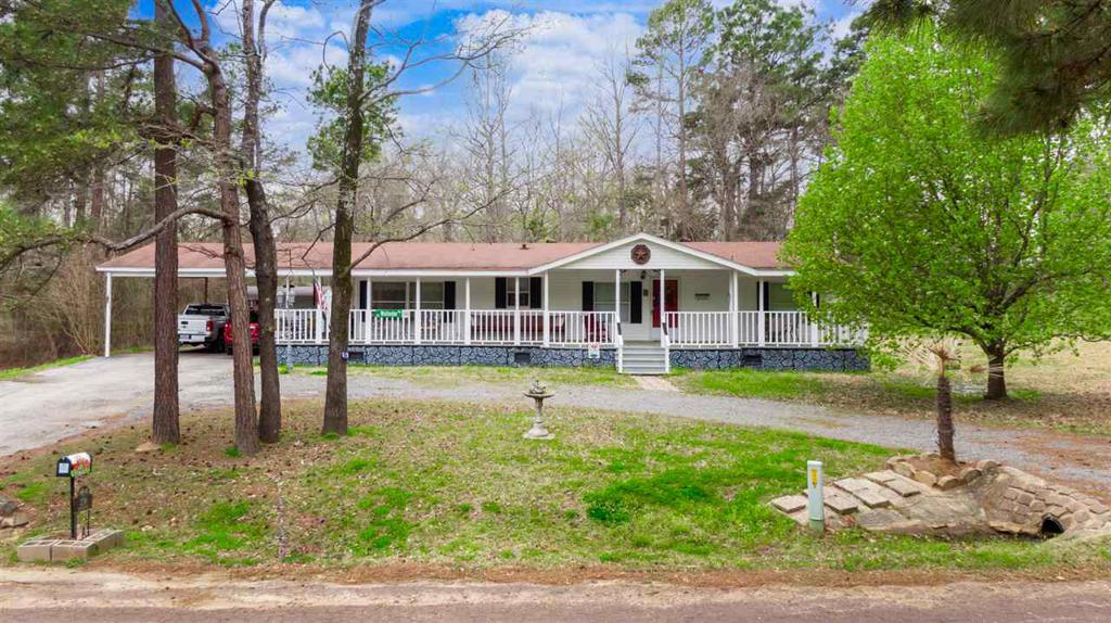 Photo of home for sale at 270 Meadow Dr, Gladewater TX