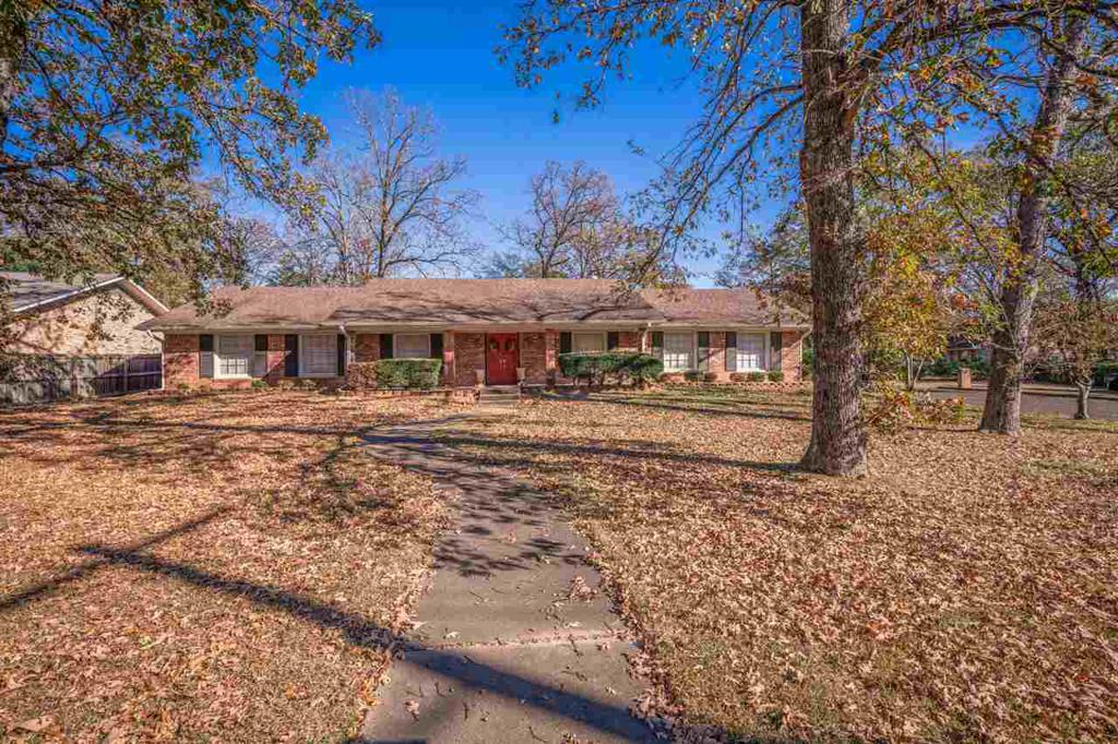 Photo of home for sale at 2000 Fourth St, Longview TX