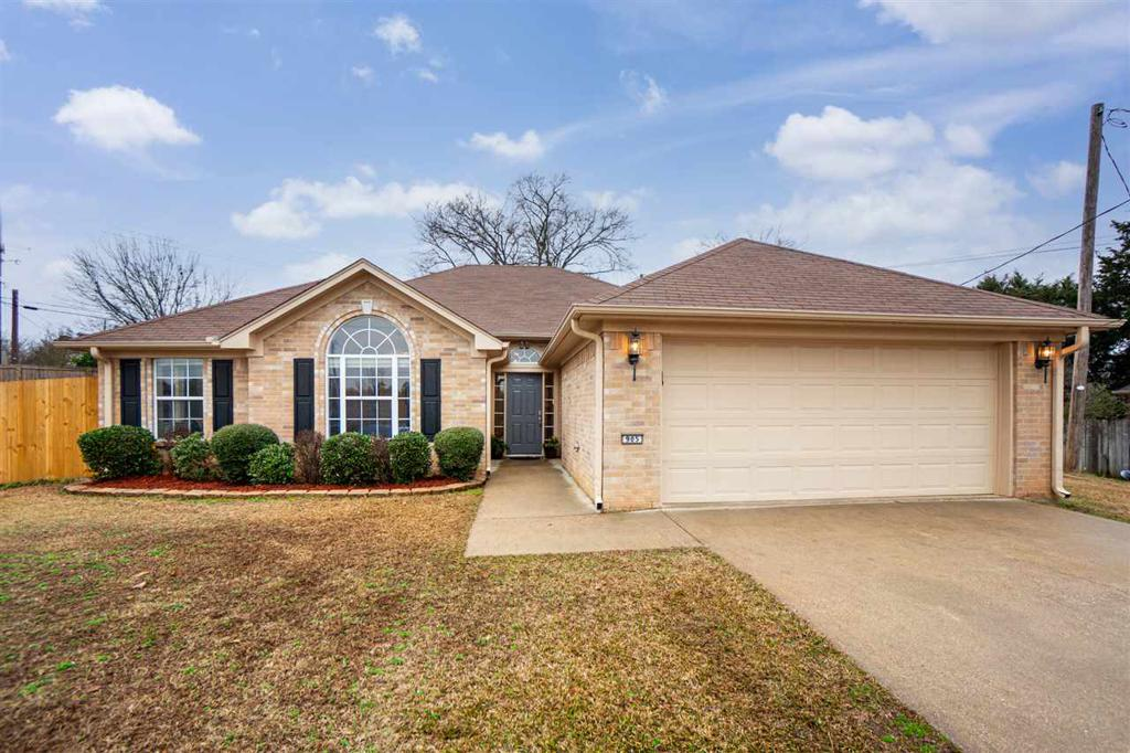 Photo of home for sale at 905 Jack Ct, Longview TX