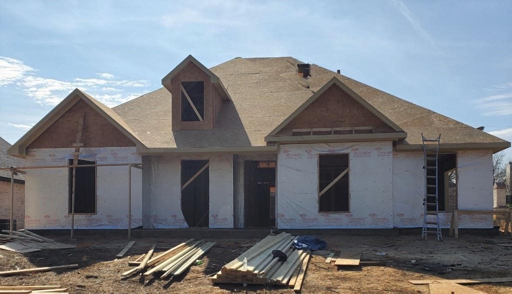 Photo of home for sale at 3800 Suren Way, Longview TX