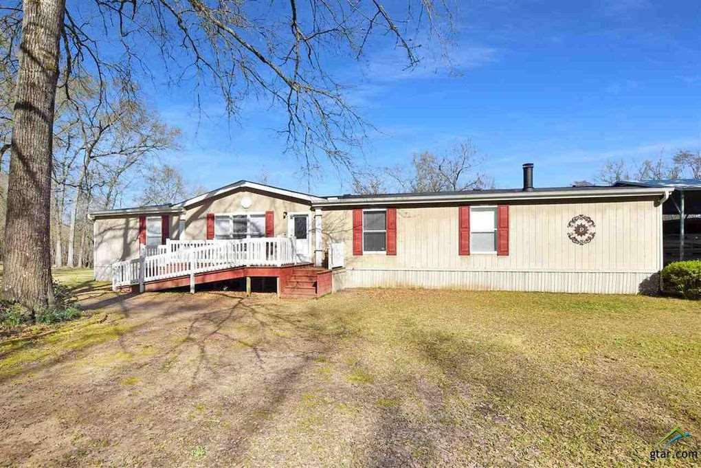Photo of home for sale at 343 Sabrina Lane, Karnack TX