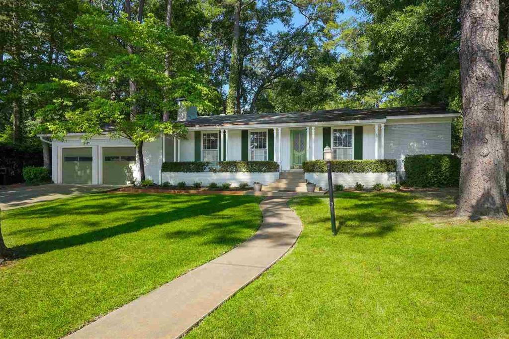 Photo of home for sale at 13 Iris CR, Longview TX