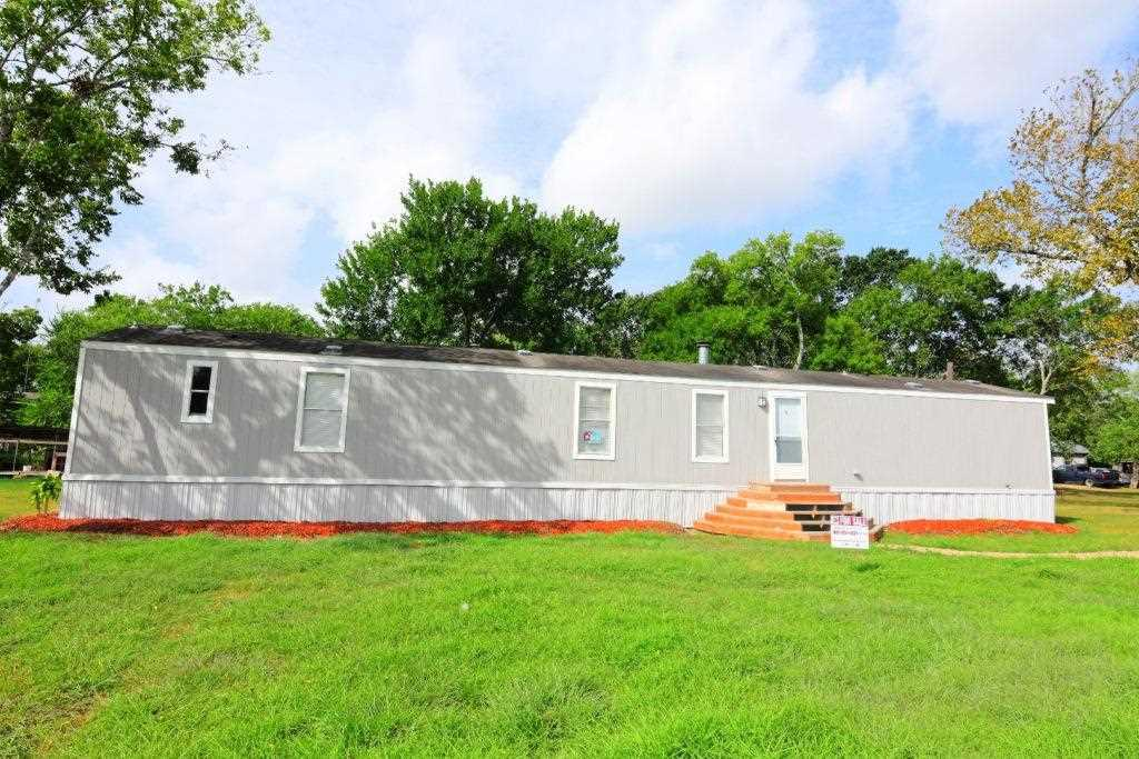 Photo of home for sale at 705 Peabody, Edna TX
