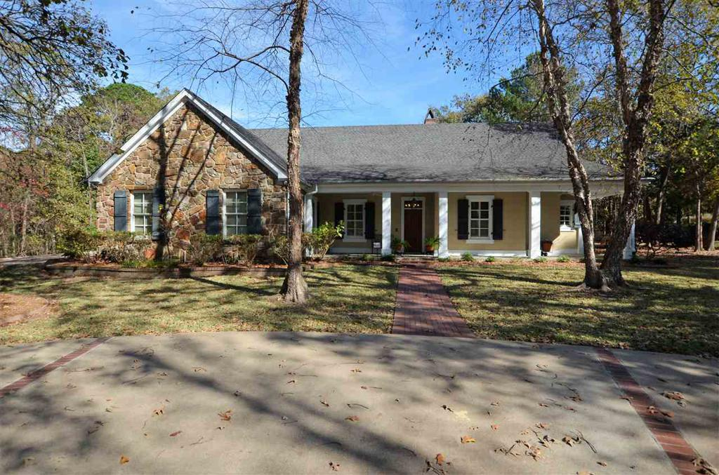 Photo of home for sale at 3085 Stonegate Blvd, Tyler TX