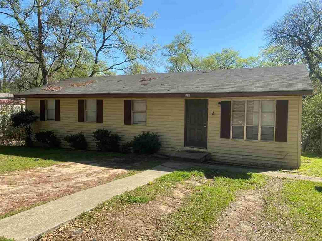 Photo of home for sale at 906 Bausley, Marshall TX