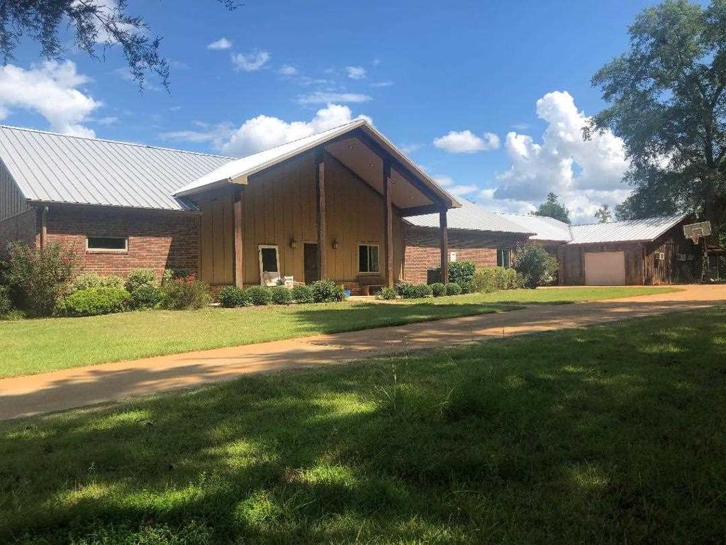 Photo of home for sale at 1650 Hamby Road, Longview TX