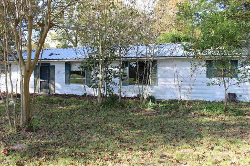 Photo of home for sale at 10171 CR 3291, Garrison TX
