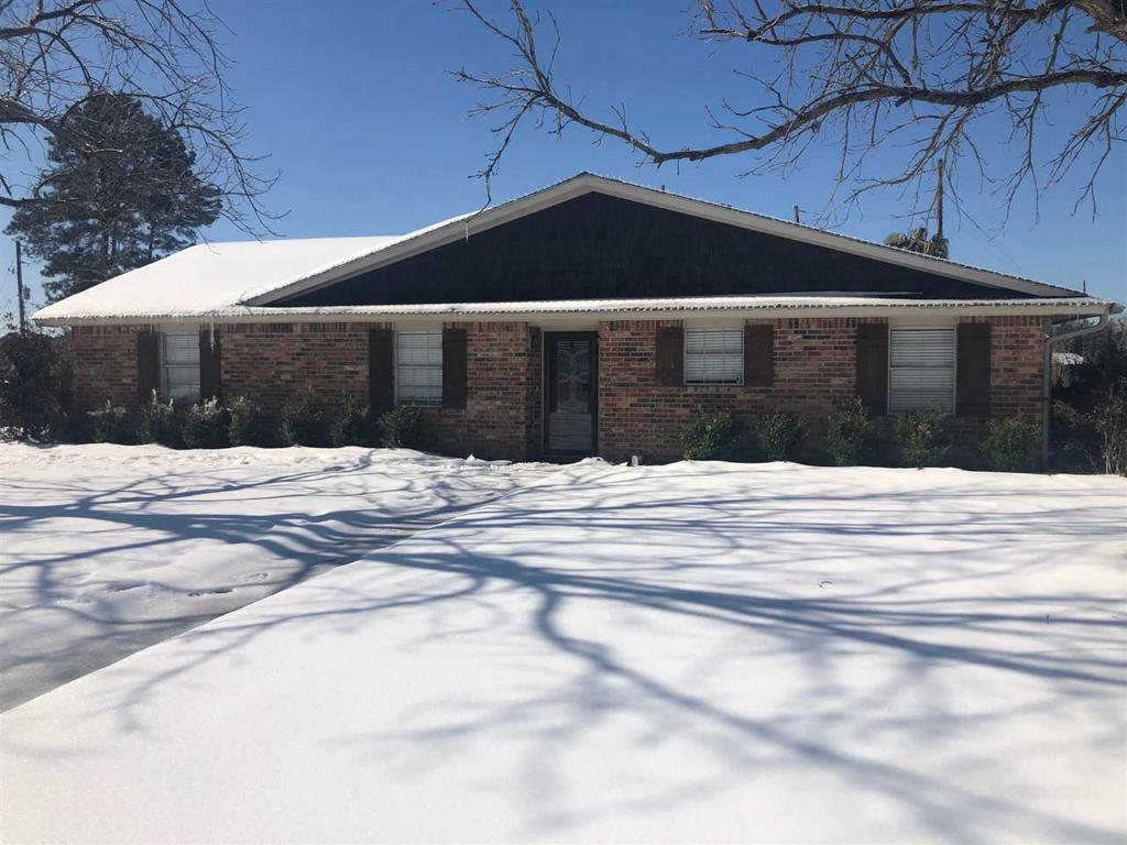 Photo of home for sale at 197 Martin Ln, Carthage TX