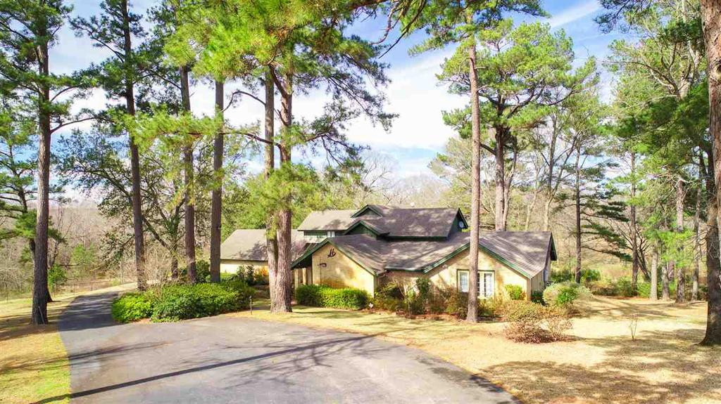 Photo of home for sale at 2515 Graystone Rd, Longview TX