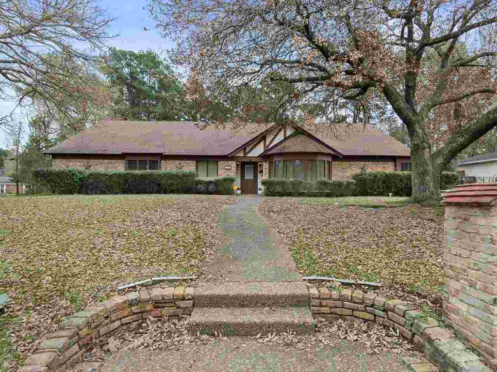 Photo of home for sale at 108 Mark Pl, Kilgore TX