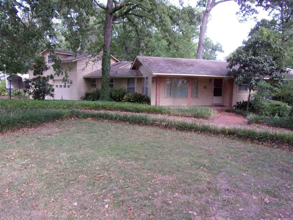Photo of home for sale at 59 Linwood Drive, Marshall TX